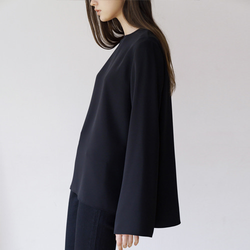 ┃MORE H.┃ 18 SPRING BASIC SLIT BLOUSE black, white
