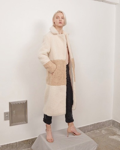 BLUSHEDxFROU color block fake fur coat Black