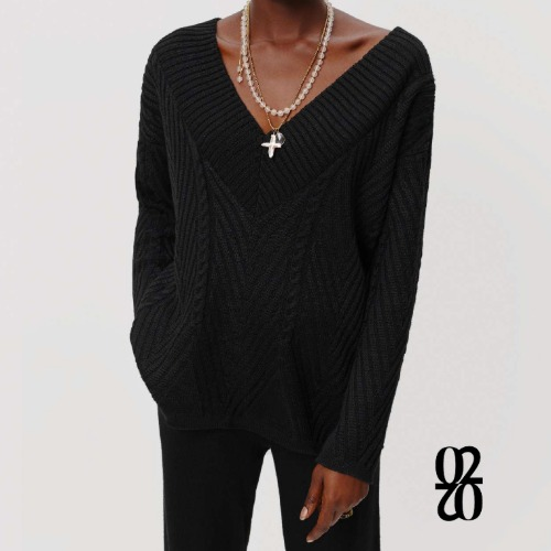 02.02. BLACK V NECK SWEATER